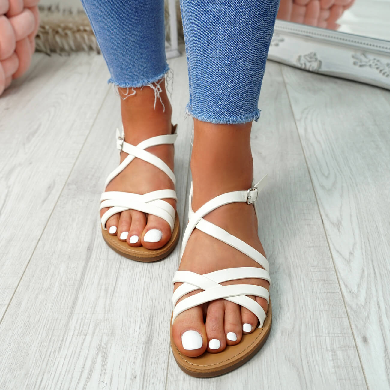 WOMENS-LADIES-ANKLE-STRAP-PEEP-TOE-BUCKLE-FLAT-SANDALS-SUMMER-CASUAL-SHOES thumbnail 32