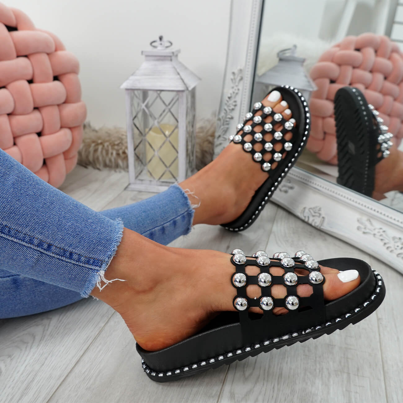 WOMENS-LADIES-PEARL-STUDDED-SLIP-ON-FLAT-SANDALS-HEELS-FLIP-FLOP-SHOES-SIZE thumbnail 7