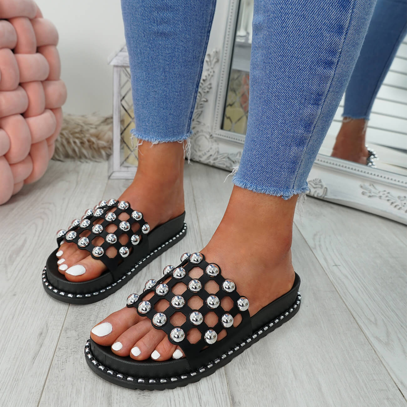WOMENS-LADIES-PEARL-STUDDED-SLIP-ON-FLAT-SANDALS-HEELS-FLIP-FLOP-SHOES-SIZE thumbnail 8