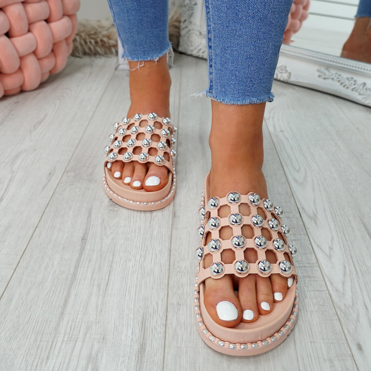 WOMENS-LADIES-PEARL-STUDDED-SLIP-ON-FLAT-SANDALS-HEELS-FLIP-FLOP-SHOES-SIZE thumbnail 12