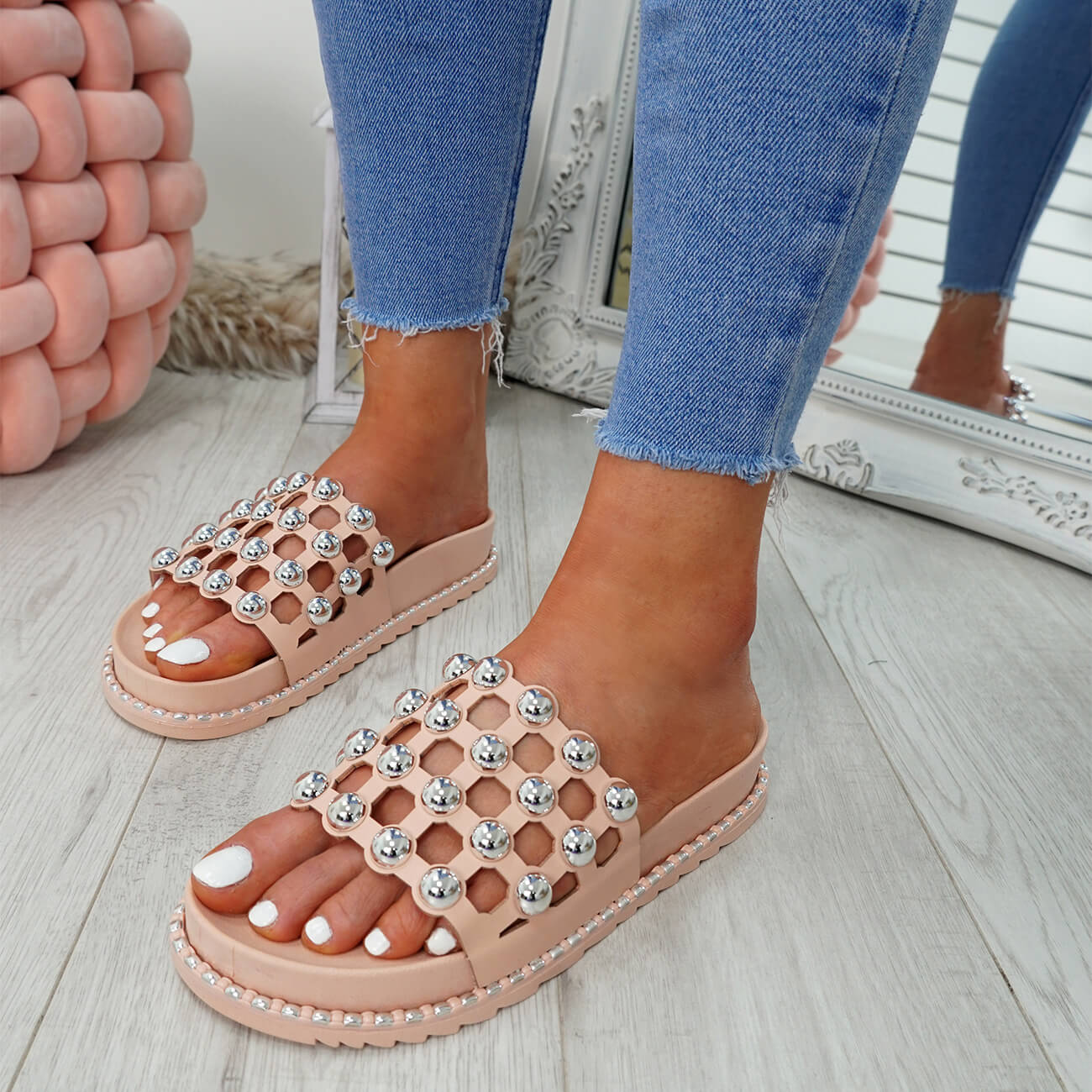 WOMENS-LADIES-PEARL-STUDDED-SLIP-ON-FLAT-SANDALS-HEELS-FLIP-FLOP-SHOES-SIZE thumbnail 13