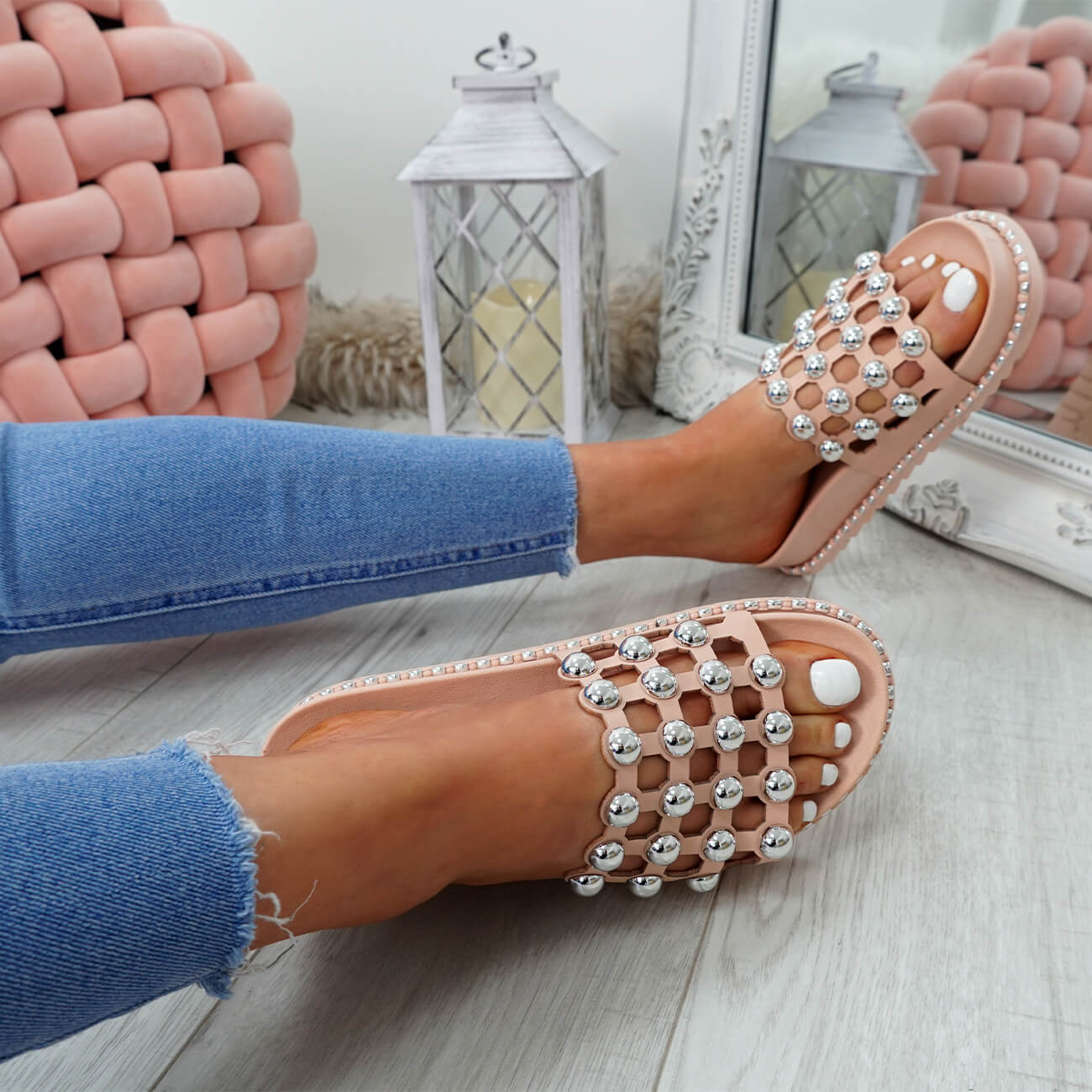 WOMENS-LADIES-PEARL-STUDDED-SLIP-ON-FLAT-SANDALS-HEELS-FLIP-FLOP-SHOES-SIZE thumbnail 15