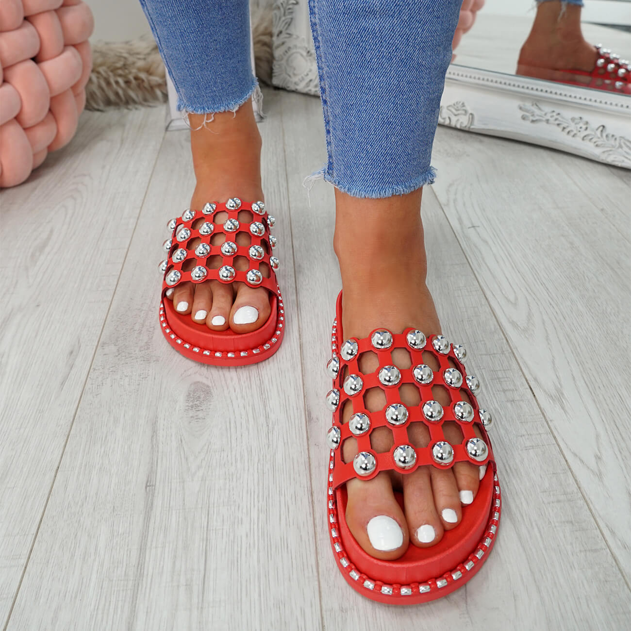 WOMENS-LADIES-PEARL-STUDDED-SLIP-ON-FLAT-SANDALS-HEELS-FLIP-FLOP-SHOES-SIZE thumbnail 17