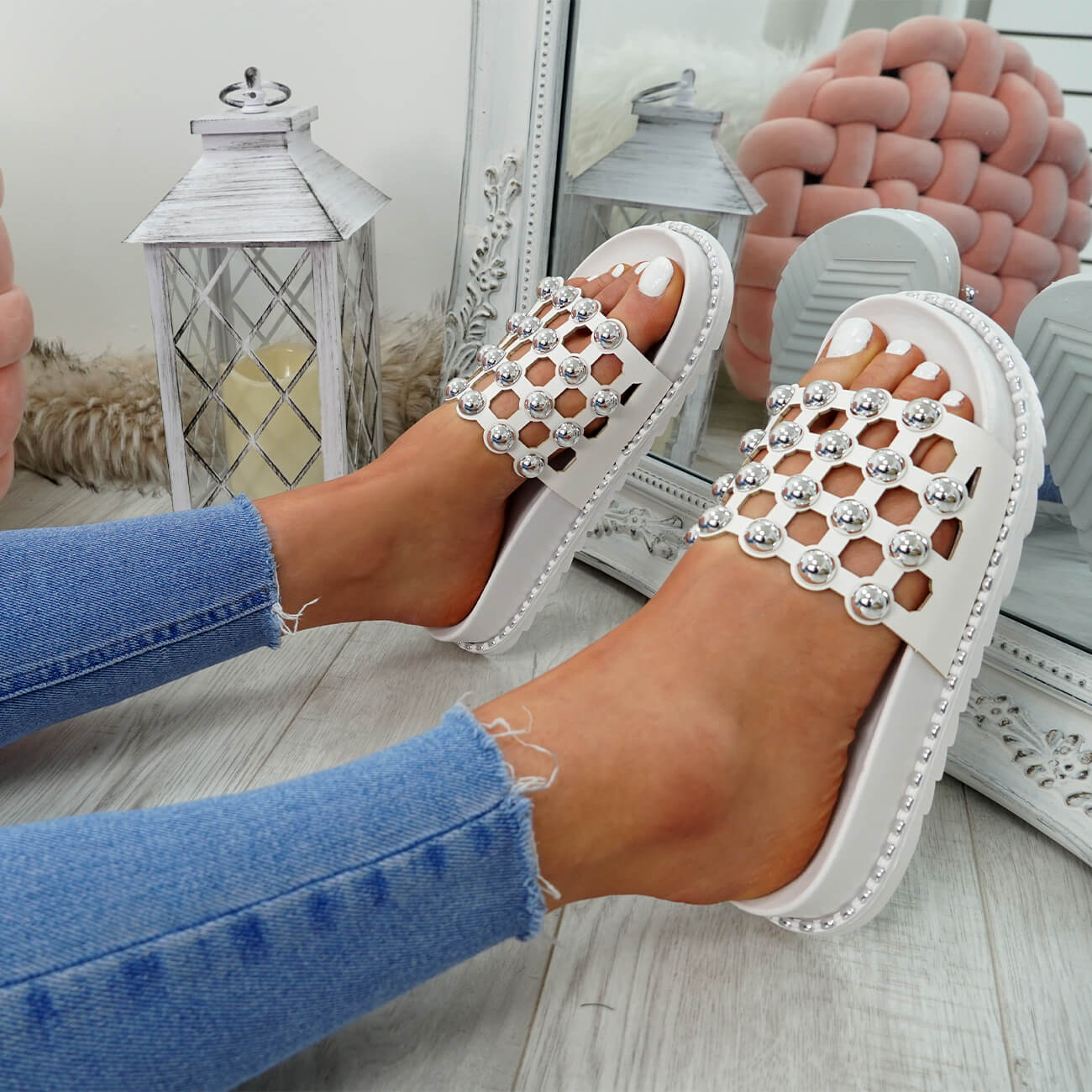 WOMENS-LADIES-PEARL-STUDDED-SLIP-ON-FLAT-SANDALS-HEELS-FLIP-FLOP-SHOES-SIZE thumbnail 22