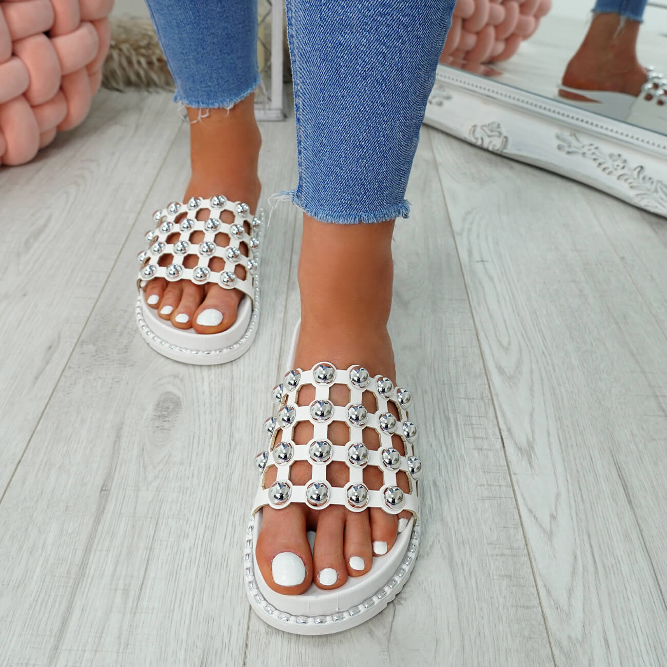 WOMENS-LADIES-PEARL-STUDDED-SLIP-ON-FLAT-SANDALS-HEELS-FLIP-FLOP-SHOES-SIZE thumbnail 23
