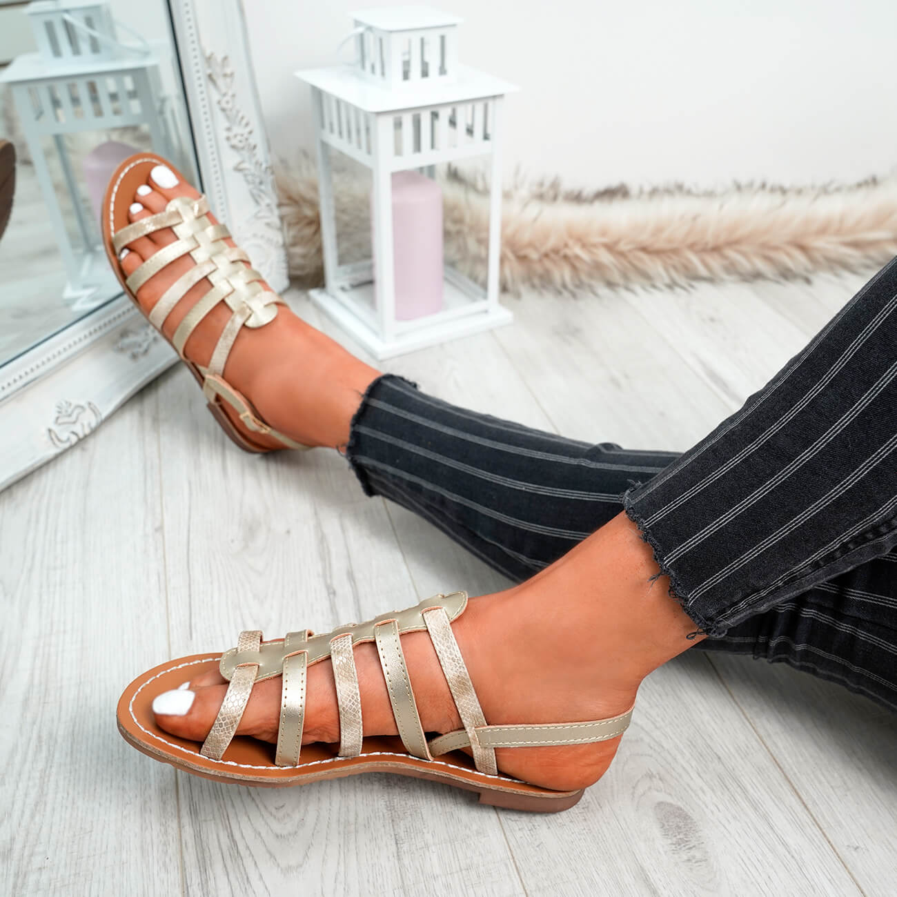 WOMENS-LADIES-BUCKLE-STRAP-FLAT-SUMMER-SANDALS-CASUAL-HOLIDAY-COMFY-SHOES-SIZE thumbnail 39