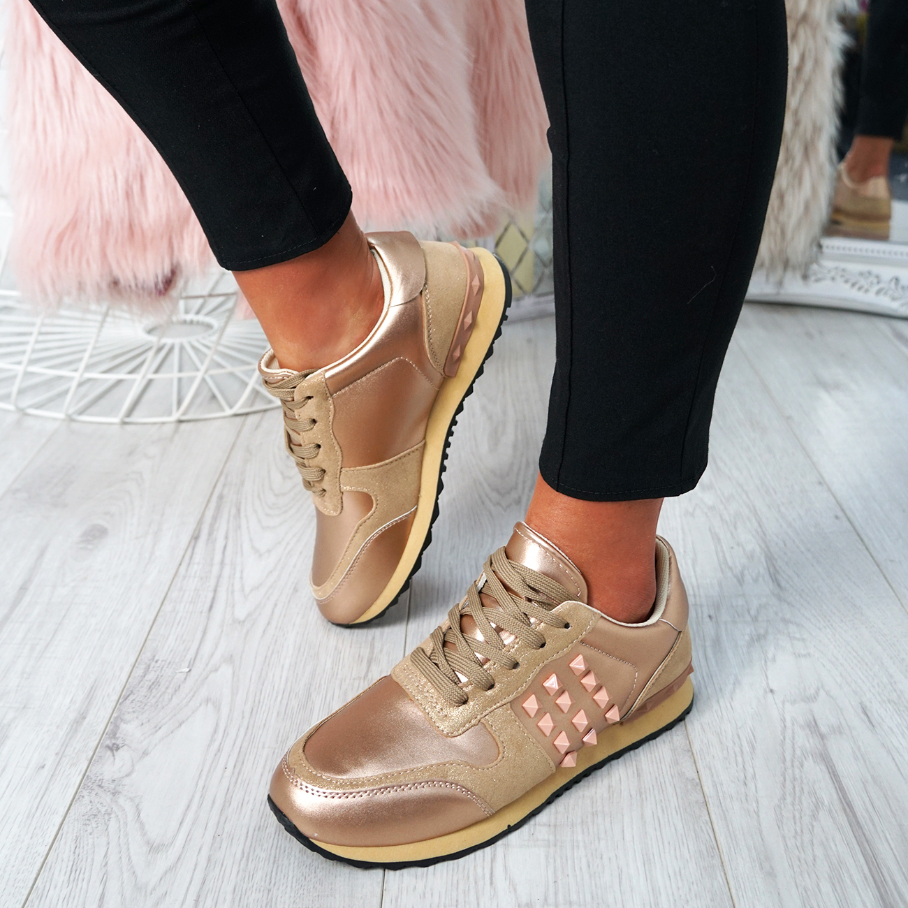 Femmes noires à lacets Sparkle Clous Baskets Tennis Comfy Fashion Escarpins