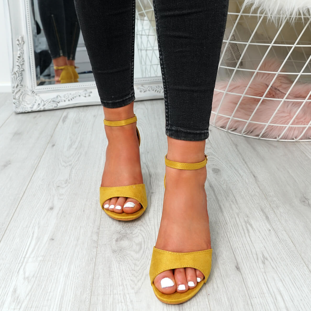 WOMENS-LADIES-ANKLE-STRAP-HIGH-BLOCK-HEEL-SANDALS-PEEP-TOE-PARTY-SHOES-SIZE thumbnail 32