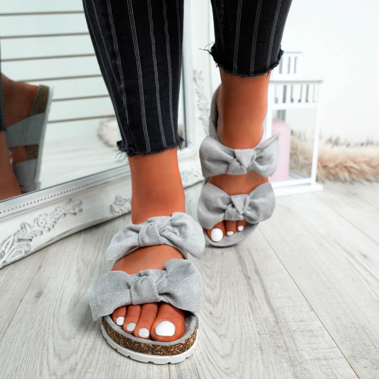 WOMENS-LADIES-PEEP-TOE-SLIP-ON-DOUBLE-BOW-FLAT-SANDALS-PARTY-CLUB-SUMMER-SHOES thumbnail 32